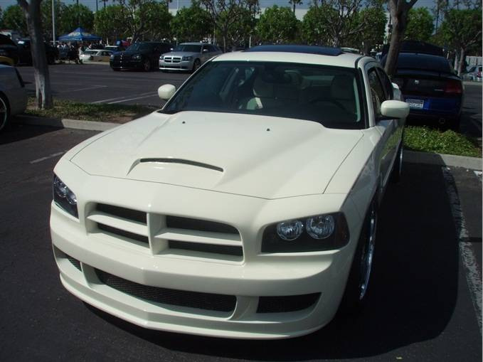 F on 2006 Dodge Charger Engine